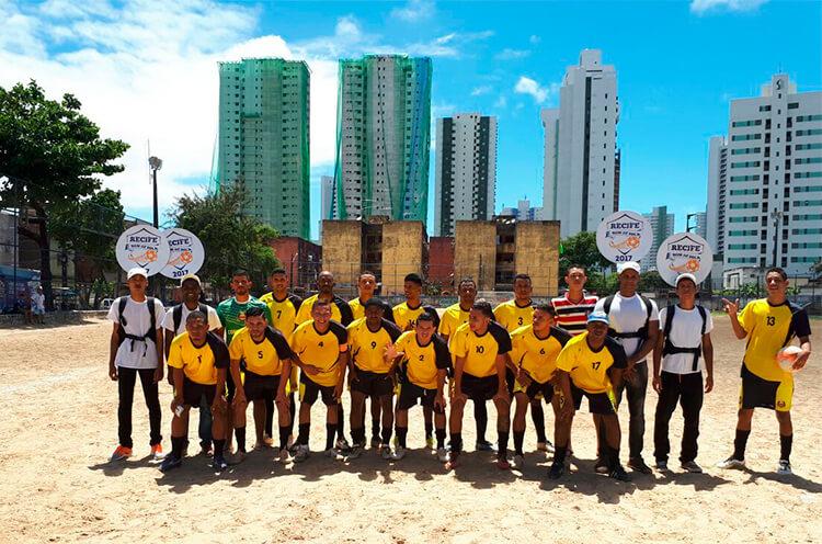 Equipe Copo Cheio F.C Iputinga no campo do Bueirão.