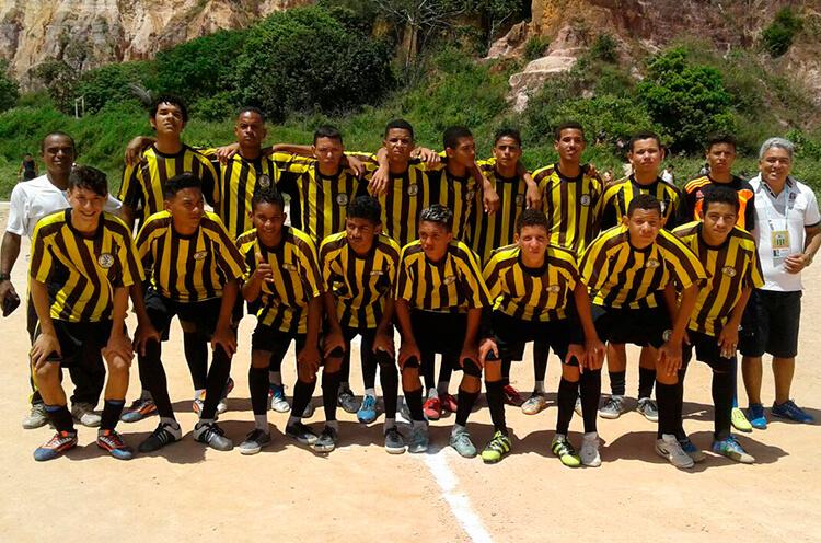 Equipe do sub 17 Escola de Futebol 10 de Novembro.