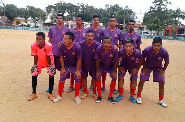 Os Loucos Clube da Vila, em jogo decisivo no campo da Sudene.