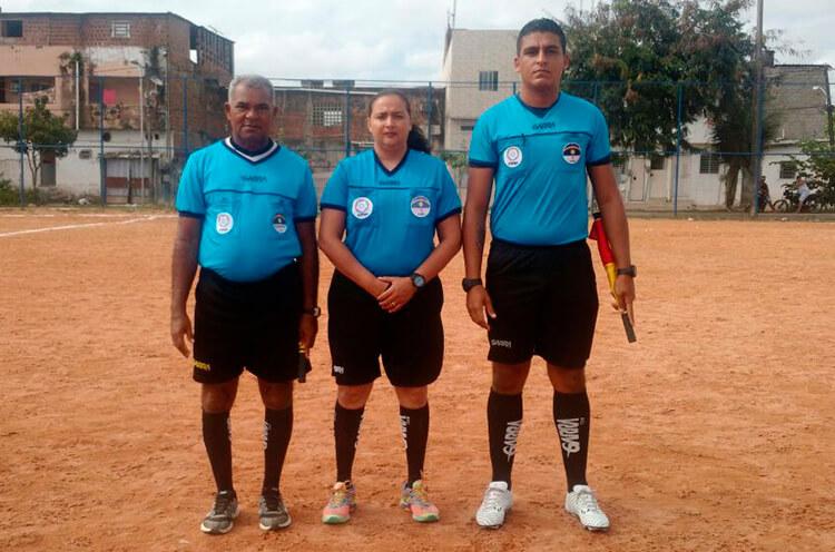 Trio de Arbitragem do jogo da Categoria Sub-13 no Campo Roda de Fogo.