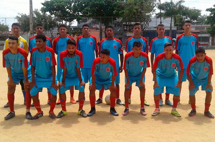 Equipe do sub 17 do Penharol Futebol Arte do Recife, no campo da Sudene, RPA 6.