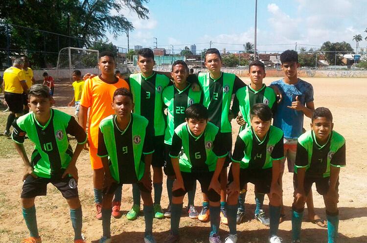 Equipe Sub-15 do Atlético de Santana.