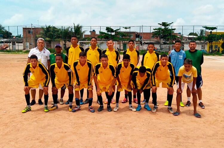 Equipe sub 17 da Escolinha de Futebol 10 de Novembro.