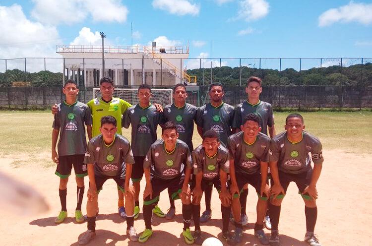 Equipe Sub-17 do Centro Esportivo do Pina no Campo Dancy Day