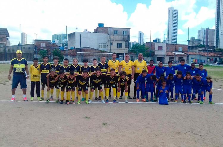 Equipes em formação do sub 11 do Centro de Excelência Fut. Nova Geração Brasil contra E.F.H.M do Cabanga - Enviada pelo whatsapp.
