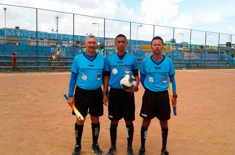 Trio de Arbitragem no Campo de Roda de Fogo.